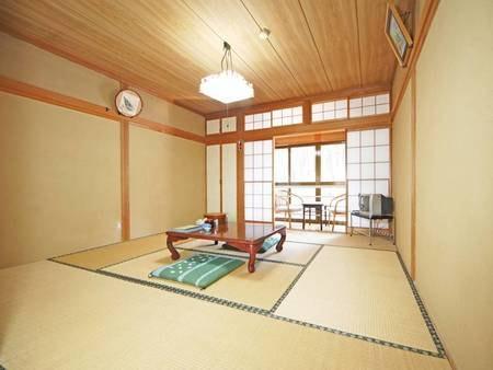 (WEB用画像)*和室8畳/落ち着いた雰囲気の和室でございます。旅の楽しい時間をお過ごし下さい。