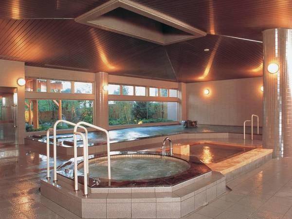 【大浴場】サウナ、ジャグジー、桧風呂なども取り揃える