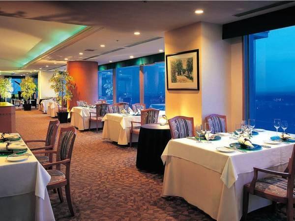 メインタワー最上階のレストランにてフレンチコースを堪能
