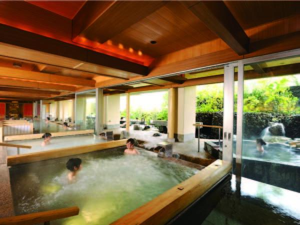 【大浴場・渓谷の湯】3層の大露天風呂が魅力