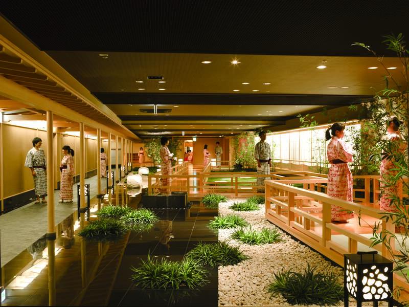 【温泉大回廊・きぬの華】100mの回廊