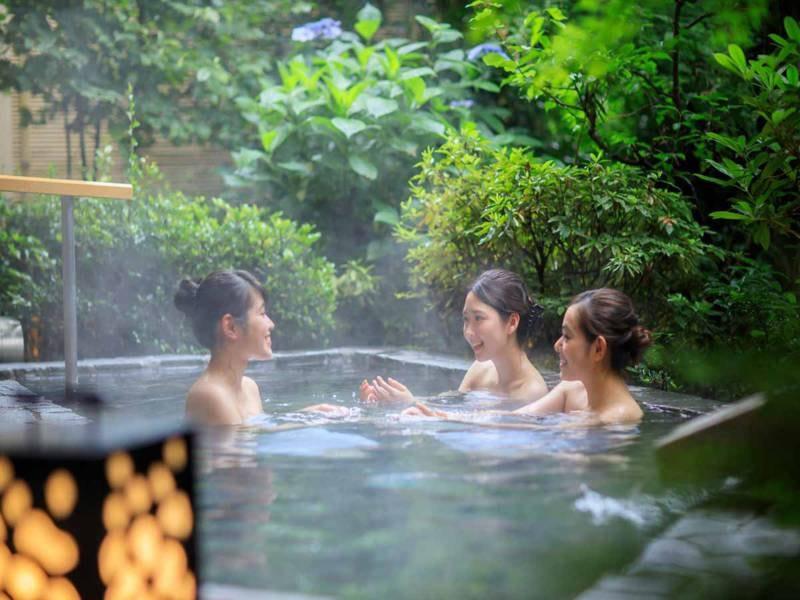 *【きぬの湯:露天風呂(一例)】自然を感じながら、のんびり入れる露天風呂♪