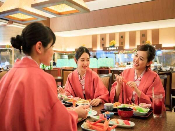*【夕食バイキング(一例)】2020年4月にリニューアルしたレストランで、お食事をお楽しみください。