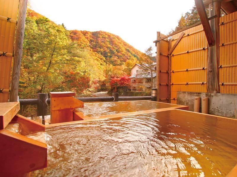 貸切露天風呂【檜の湯】秋には紅葉も楽しめます