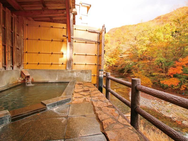貸切露天風呂【御影石の湯】(秋)
