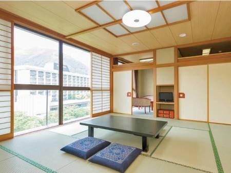 特別室【禁煙】お部屋は最上階付近(6階、7階)に位置し、一般客室の約2倍の広さがあります。お部屋から望む鬼怒川渓谷は圧巻です