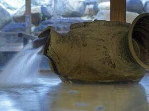 【大浴場】益子焼の手わざが散りばめられた空間