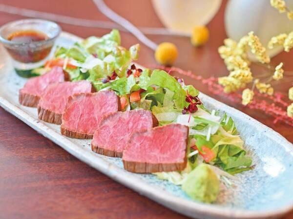 【夕食特典】該当プランで夕食時に1組に1皿ローストビーフをご提供♪※写真/例