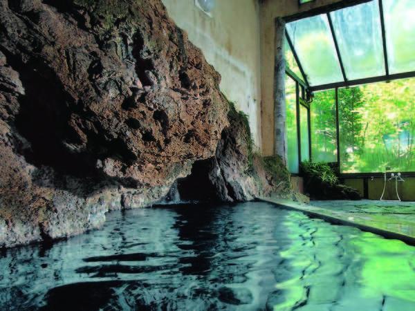 【大浴場】木漏れ日が心地よい男性大浴場