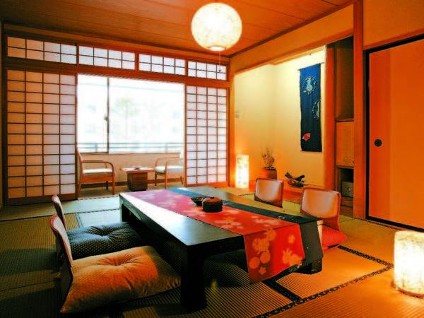 【本館和室/例】10畳+広縁のお部屋。愛山荘よりちょっぴり新しい