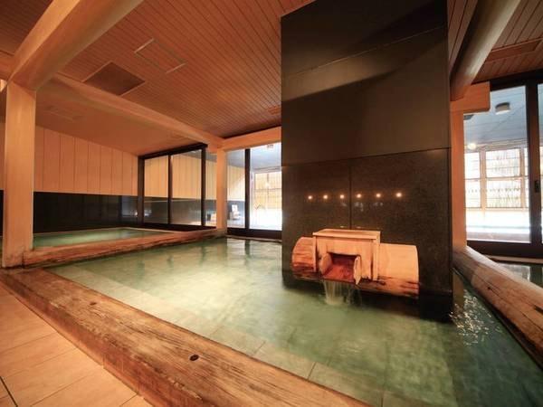 【鬼怒川温泉ホテル】お客様総合評価90点超(1/1時点)の人気宿。ライブ感あふれるオープンキッチンで目の前で作ったできたて料理を楽しみ、計10種の多彩な湯殿でゆったりのんびり寛ぐ