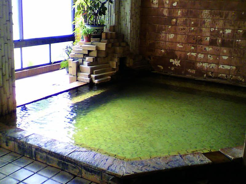 【大浴場】かけ流しの湯を24時間堪能