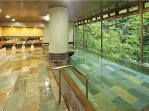 大浴場【のんびりとゆったりの湯】 【大浴場】渓谷に面した前面ガラス張りパノラマ大浴場。サウナ付で、開放的な眺めが魅力