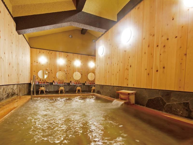 【檜の湯】湯まろやかで木の温もりと芳しさが心身ともにくつろぎに誘う総檜風呂