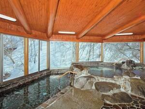 雪見岩風呂【涼風と岩の湯】