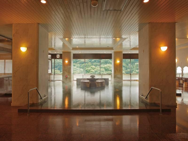 【秀峰館女性大浴場「紅葉の湯」】サウナも備えた広々ゆったりとした浴槽