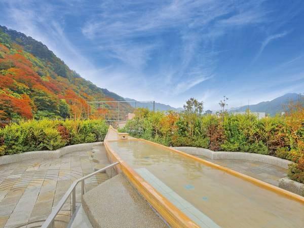【空中庭園露天風呂】秋には美しく色づく鬼怒川の紅葉を一望