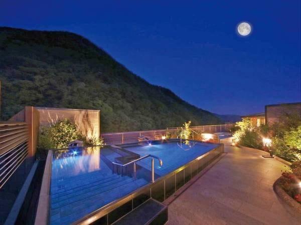 【空中庭園露天風呂】鬼怒川温泉の中で最も高い場所に位置する