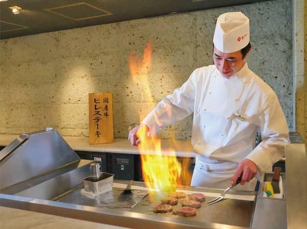 【ブッフェ(バイキング)/例】オープンキッチンでは焼き立てステーキをご用意