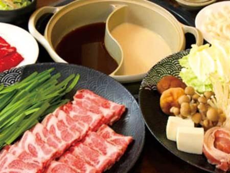 選べる夕食付プラン 双子鍋/例 双子鍋は「すき焼き」と「しゃぶしゃぶ」の2つを1度に味わえます♪ 口コミ好評!ボリューム満点で大人気♪