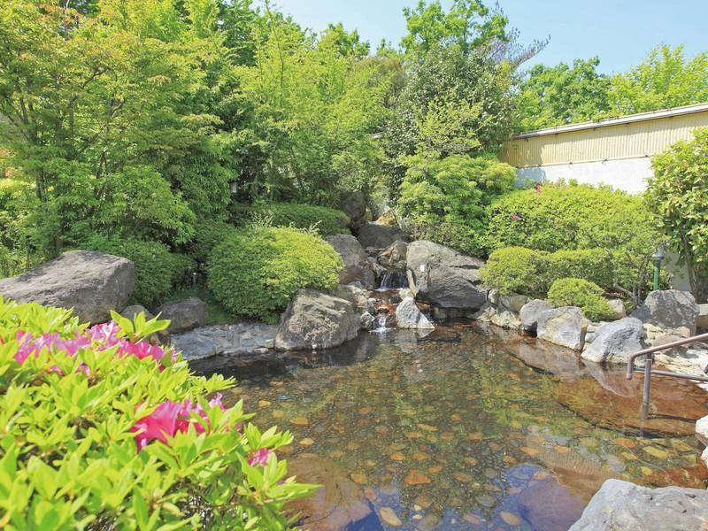 【露天風呂】岩造りの露天風呂で温泉満喫!