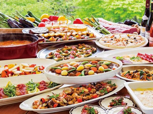 【フォレストヴィラ館/夕食一例】洋食を中心に和食もご用意。デザートやキッズメニューも充実