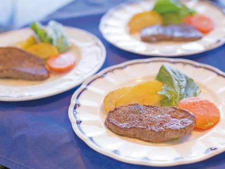 【本館/夕食一例】肉のグリル!出来立てを召し上がれ♪