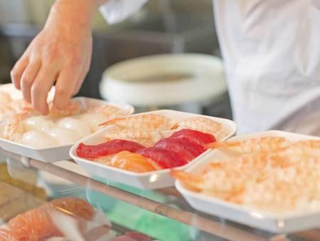 【本館/夕食一例】寿司ライブ!マグロ・イカ・海老など※日により異なります