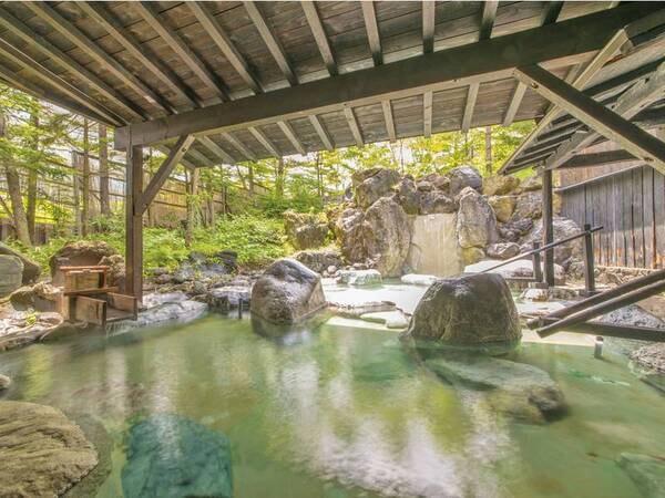 【露天風呂(春夏)】心地よい高原の風にあたりながら名湯を満喫