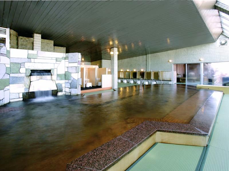 【大浴場】広い内湯も足に優しい畳敷き