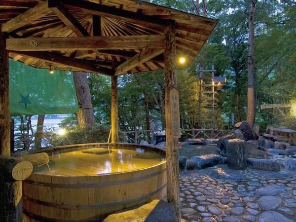 【ホテル湖城閣】赤谷湖の湖畔にたたずむ一軒宿。 計11か所の源泉かけ流しの湯で湯巡り気分が楽しめる