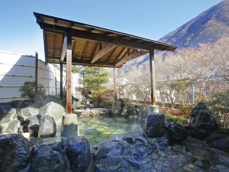 【大浴場】四季折々の大自然を堪能できる露天風呂