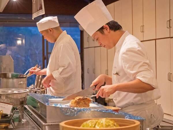 【夕食/例】シェフの実演料理も味わえる!