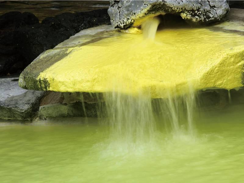 【湯口/例】日本屈指の硫黄含有量を誇る泉質