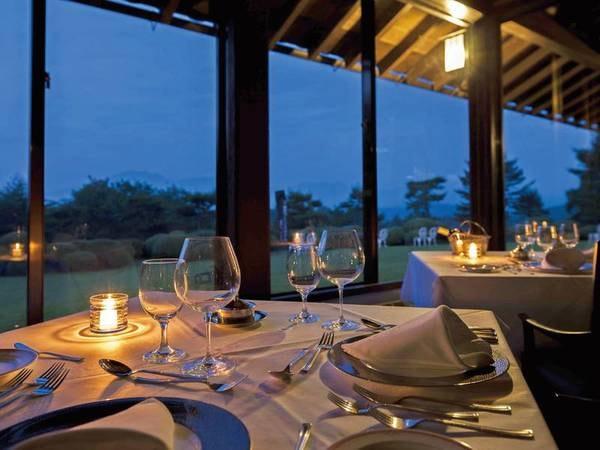 コース料理は雰囲気のあるレストランで