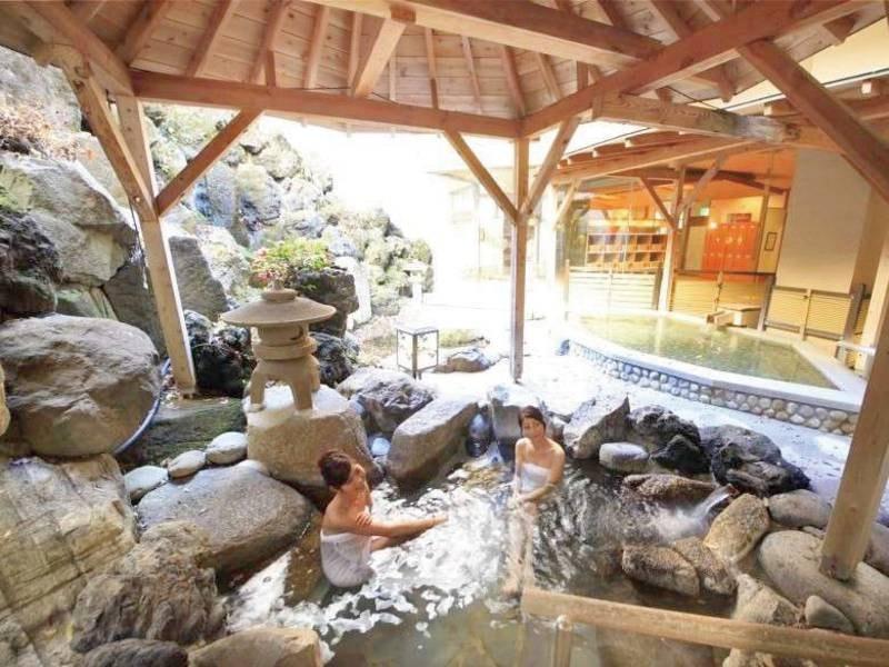 楽水の湯(露天風呂)/館内には雀モチーフがたくさん!勿論お風呂にも。