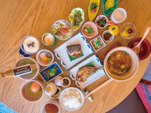 【朝食/例】鮎の一夜干しや湯豆腐など、身体がほっと温まる品々