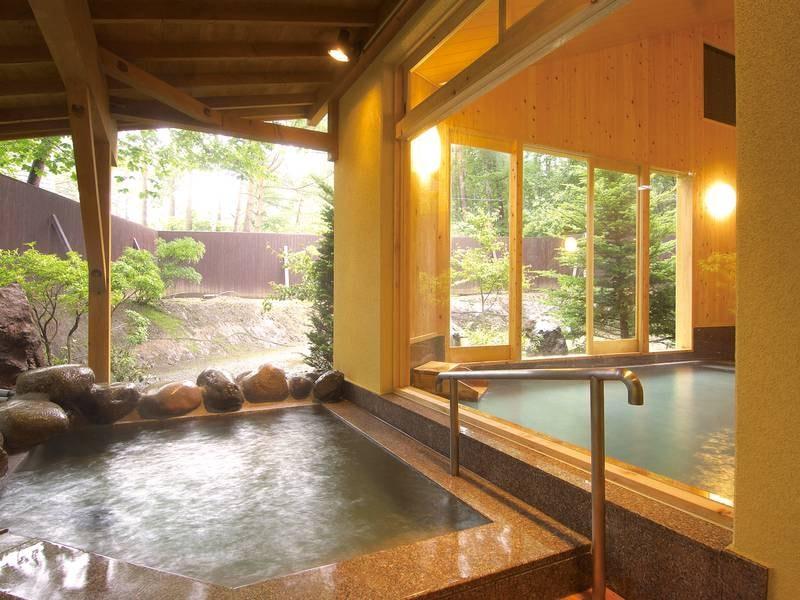 【大浴場】豊富な湯量の温泉が贅沢にかけ流される