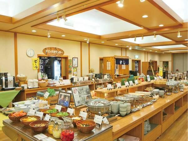 【バイキング/例】嬬恋高原野菜や地元の新鮮な食材をふんだんに使用した和洋中の特製メニューが並ぶ