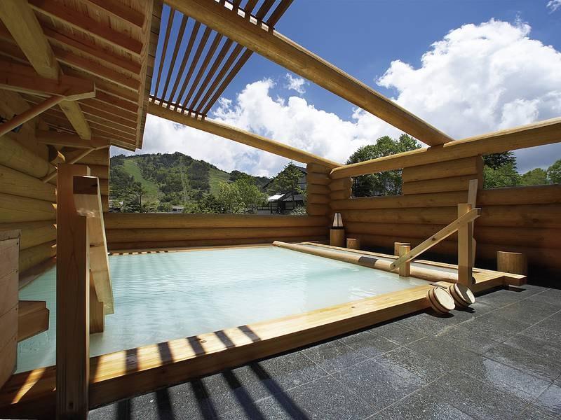 【露天風呂】肌のあたりがつるつる!乳白色のにごり湯を開放的な露天風呂で満喫