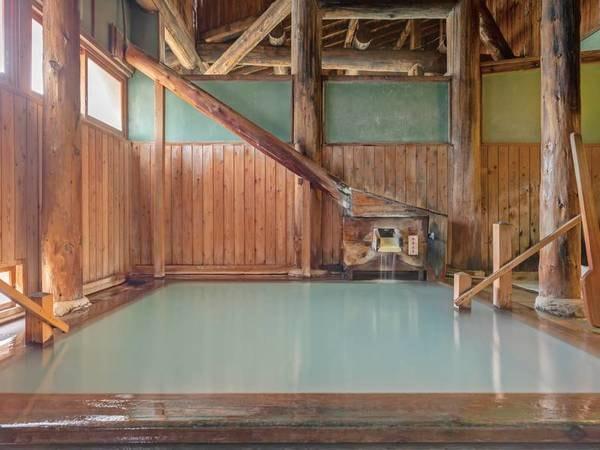 【大浴場】湯治を思わせる趣ある大浴場でのんびりと体を癒す