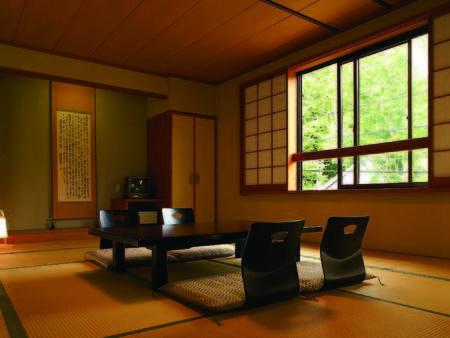 【和室12畳/例】ゆっくりと旅の疲れを癒してくれる落ち着いた雰囲気の12畳和室