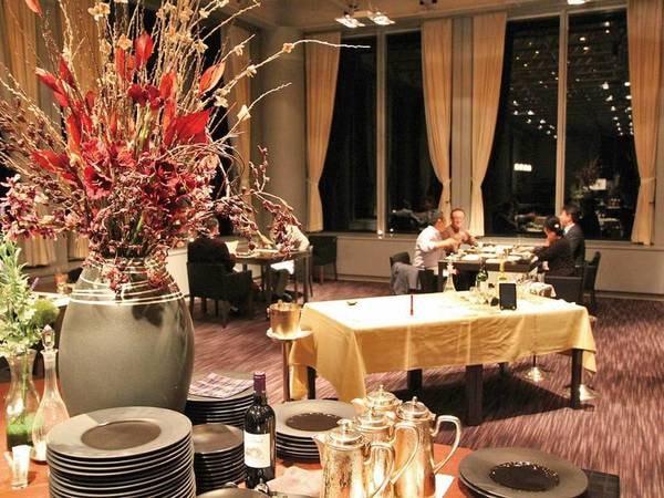 【夕食会場/創作イタリアンコース】最上階レストランで