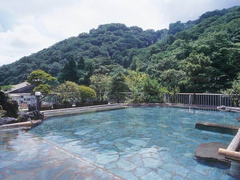 【屋上庭園露天風呂】標高800mの湯殿の解放感に、ただ全身をゆだねて