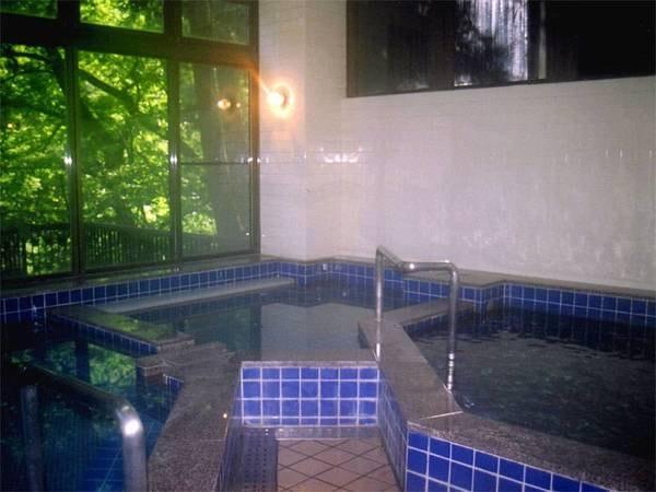 *「うえの湯」源泉掛け流しのぬる湯で長湯をしながら、ゆったりご入浴下さい。