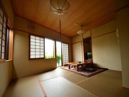 和室11畳のお部屋です。のんびり寛げる落ち着いた雰囲気のお部屋です。