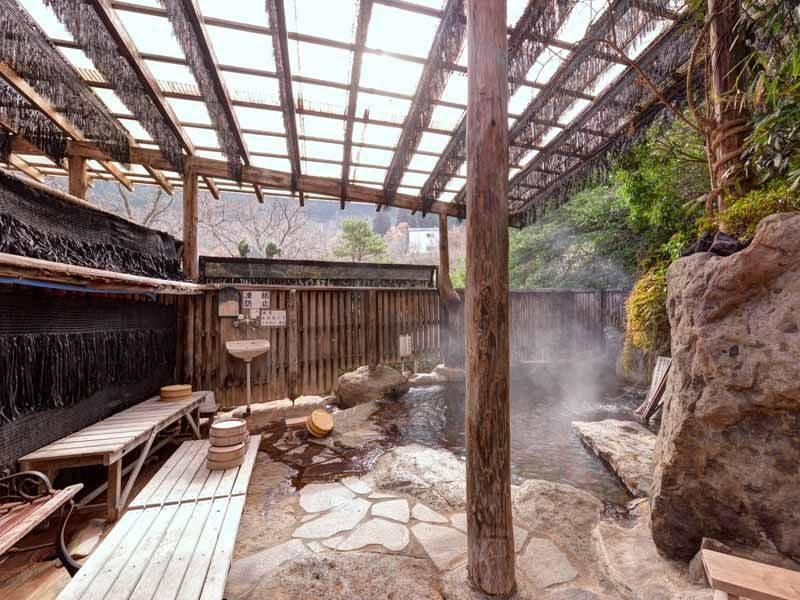 *【露天岩風呂(女湯)】開放的な岩風呂で天然温泉をご堪能下さい