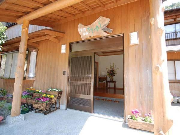龍人材を使用した和風の木材です。わが家のふる里に帰ってきたかのようなあたたかな雰囲気。
