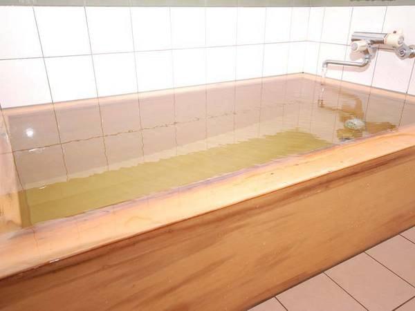 「日本三美人の湯」で有名な龍神温泉の温泉を、香り高い桧風呂でご堪能いただけます。