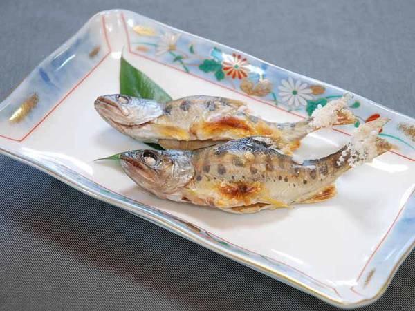 海のお魚とは少し違った食感と味わいのある川魚。塩焼きでお召し上がりください。